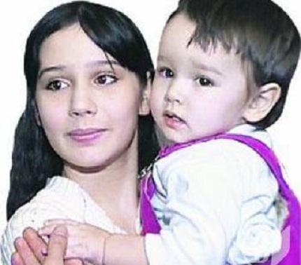 Самая молодая мама в России. Фото